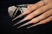 Наращиване ногтей гелем